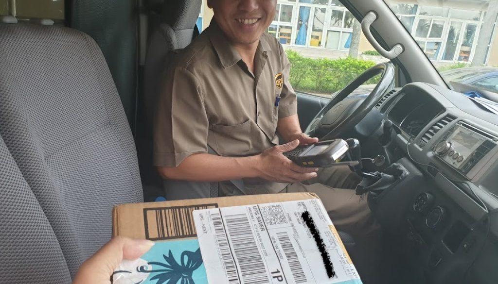 Razer-Phone2-Unlocked-UPS-Amazon